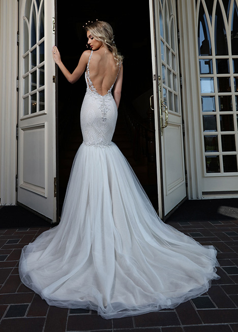 10661 Back gown from the 2019 Ashley & Justin Bride collection, as seen on Bride.Canada