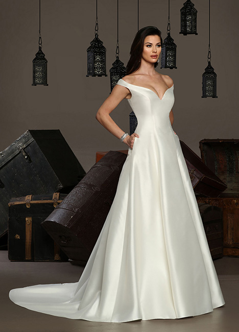 13168 gown from the 2019 Cristiano Lucci collection, as seen on Bride.Canada