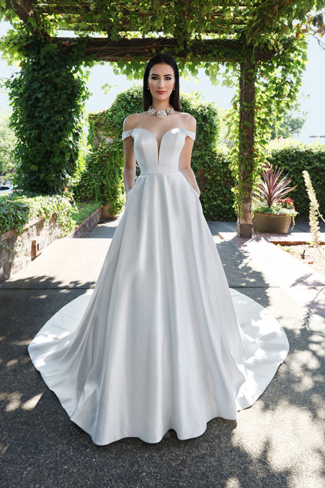 13226 gown from the 2019 Cristiano Lucci collection, as seen on Bride.Canada