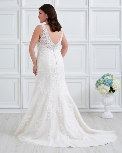 gown from the 2017 Romantic Bridals: Curvy Bride collection, as seen on the Dressfinder