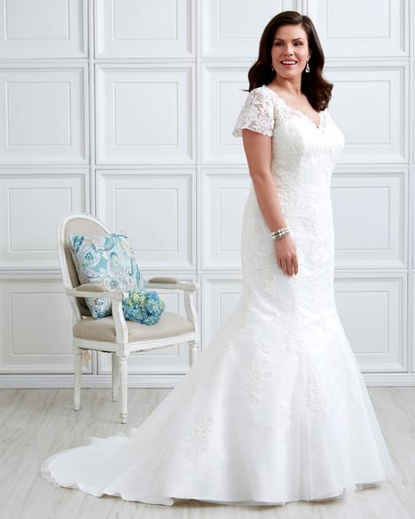 Wedding                                          dress by Romantic Bridals: Curvy Bride
