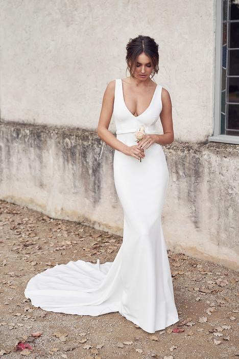 Cleo Fitted Wedding                                          dress by Anna Campbell