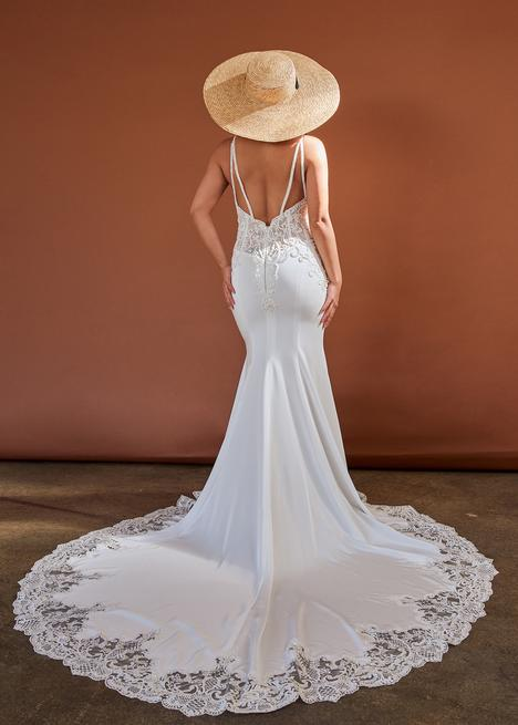 Style CZ346 gown from the 2020 Cizzy Bridal collection, as seen on dressfinder.ca
