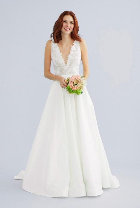 Amaris Wedding                                          dress by Lea-Ann Belter