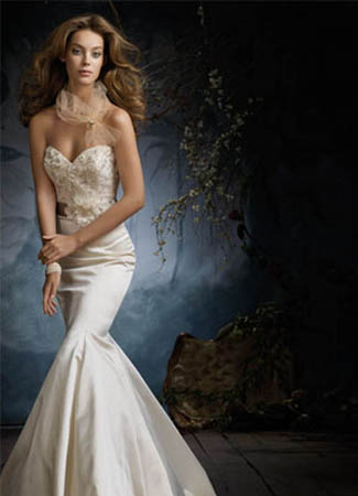 3105 gown from the 2011 Lazaro collection, as seen on dressfinder.ca