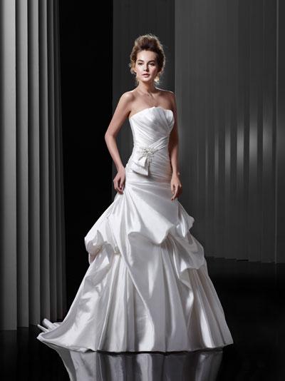 BT13-6 Wedding                                          dress by Enzoani Beautiful Bridal