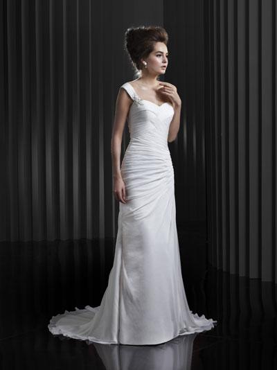BT13-13 Wedding                                          dress by Enzoani Beautiful Bridal