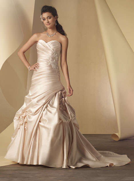 2453 Wedding dress by Alfred Angelo