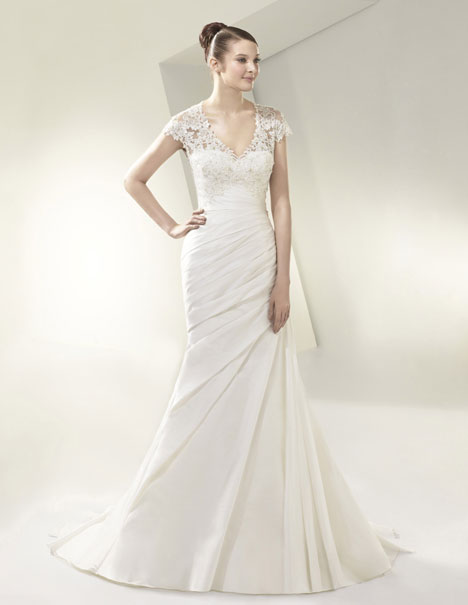 BT14-30 Wedding                                          dress by Enzoani Beautiful Bridal