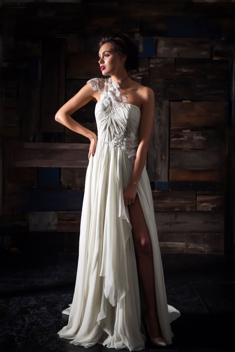 Le Lumiere gown from the 2014 Carol Hannah collection, as seen on dressfinder.ca