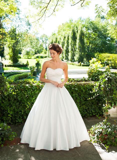 Stephanie Wedding dress by Lea-Ann Belter