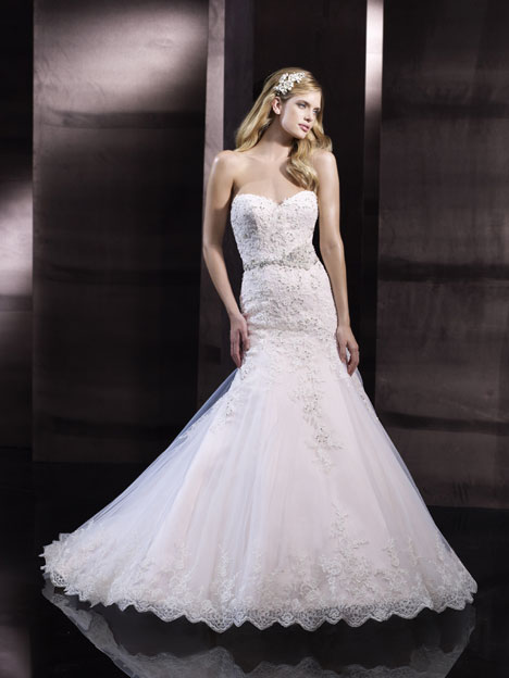 H1243 Wedding                                          dress by Moonlight : Couture