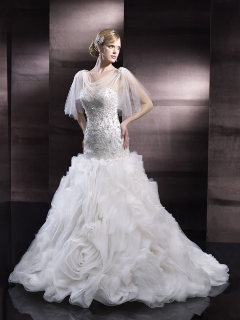 H1250 Wedding                                          dress by Moonlight : Couture