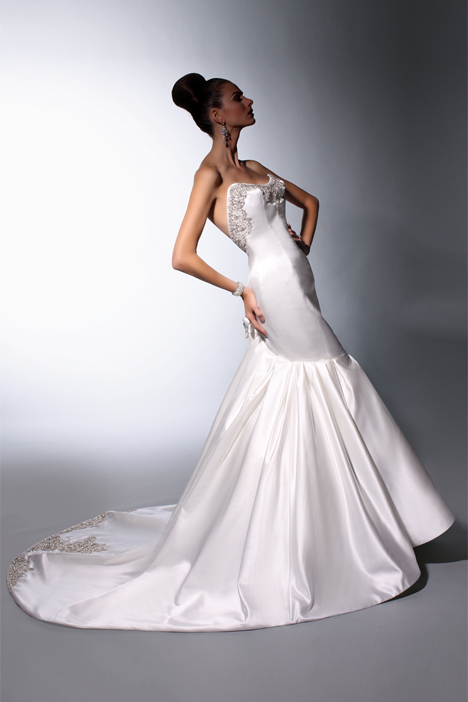 VH142 Wedding                                          dress by Victor Harper