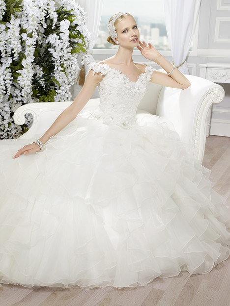 J6352 Wedding dress by Moonlight : Collection