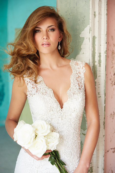 9104 gown from the 2014 Allure Bridals collection, as seen on dressfinder.ca