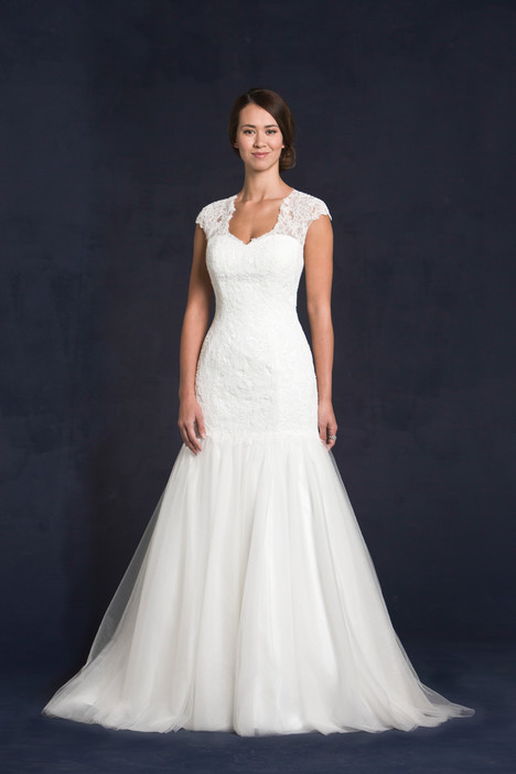 Genie gown from the 2015 Lis Simon collection, as seen on dressfinder.ca