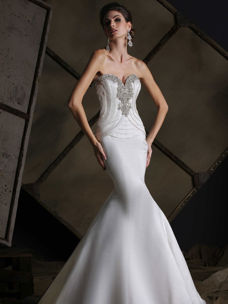 VH186 Wedding                                          dress by Victor Harper