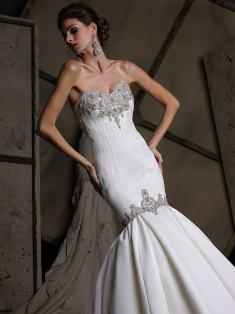 VH187 Wedding                                          dress by Victor Harper
