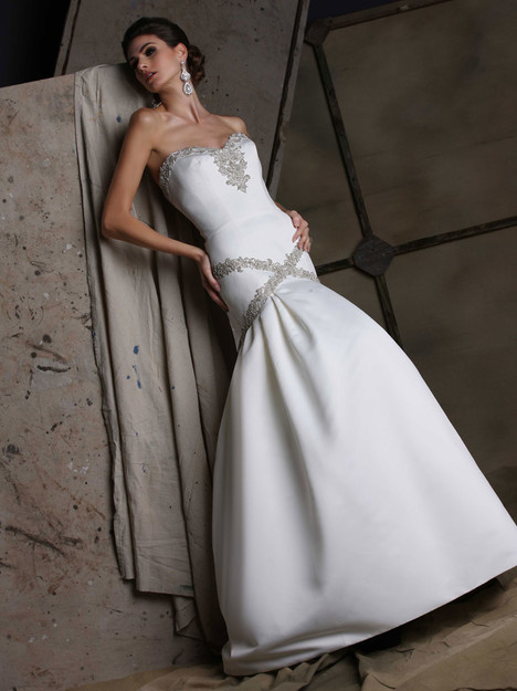 VH189 Wedding                                          dress by Victor Harper
