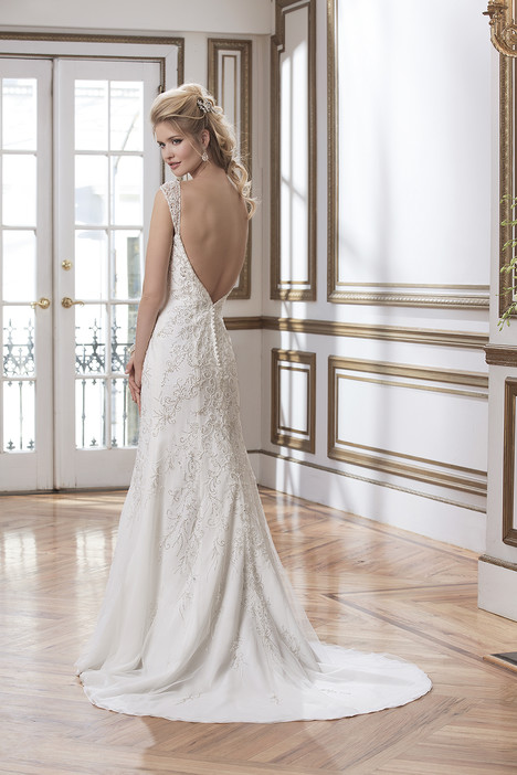 Style 8805 gown from the 2016 Justin Alexander collection, as seen on dressfinder.ca