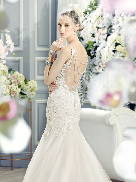 J6369 (back) Wedding dress by Moonlight : Collection