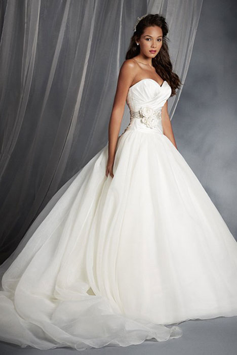 250 Snow White Wedding dress by Alfred Angelo : Disney Fairy Tale Bridal