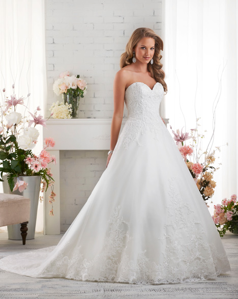 523 gown from the 2015 Bonny Bridal collection, as seen on dressfinder.ca