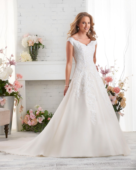 526 gown from the 2015 Bonny Bridal collection, as seen on dressfinder.ca