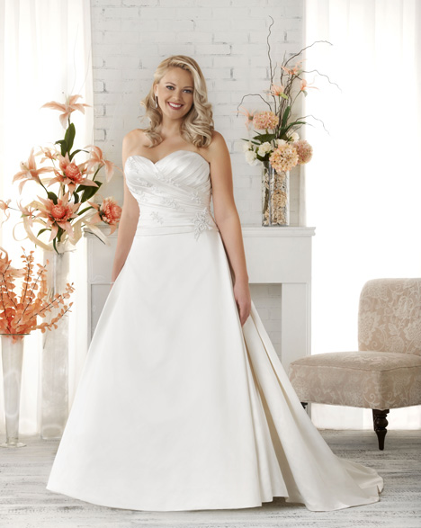 1514 gown from the 2015 Bonny Bridal collection, as seen on dressfinder.ca