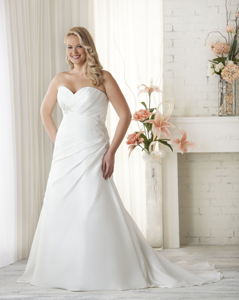 1519 gown from the 2015 Bonny Bridal collection, as seen on dressfinder.ca