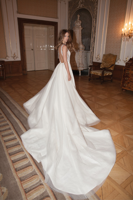 Style 15-122 gown from the 2015 Berta Bridal collection, as seen on dressfinder.ca