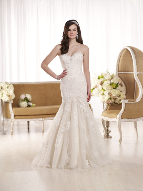 D1900 gown from the 2016 Essense of Australia collection, as seen on dressfinder.ca