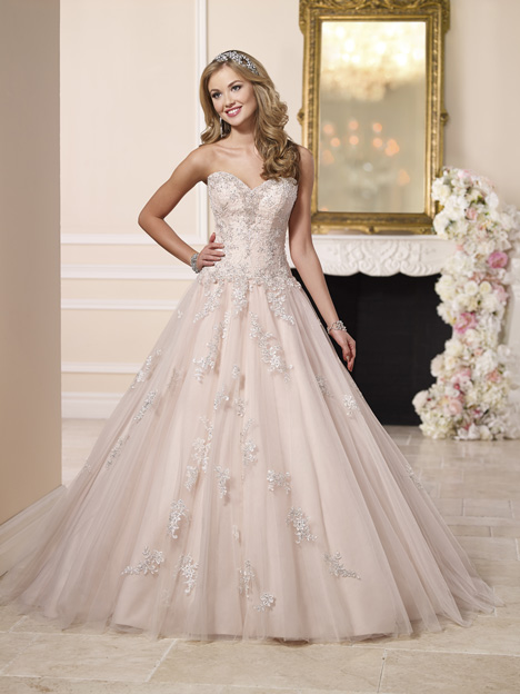 6112 gown from the 2016 Stella York collection, as seen on dressfinder.ca
