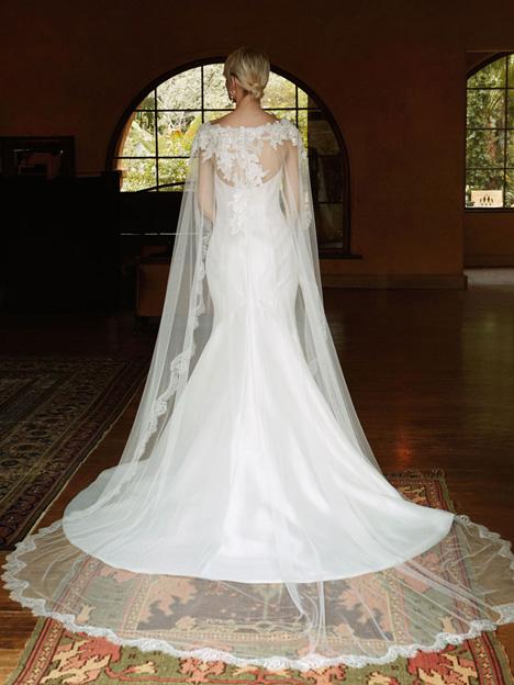 BT16-29 + Capelet (2) Wedding dress by Enzoani Beautiful Bridal