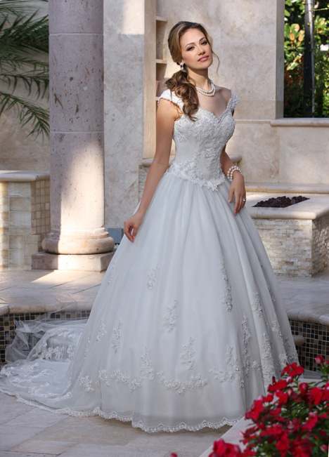 8009 Wedding                                          dress by DaVinci
