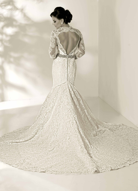 Gwyneth gown from the 2014 Cristiano Lucci collection, as seen on dressfinder.ca