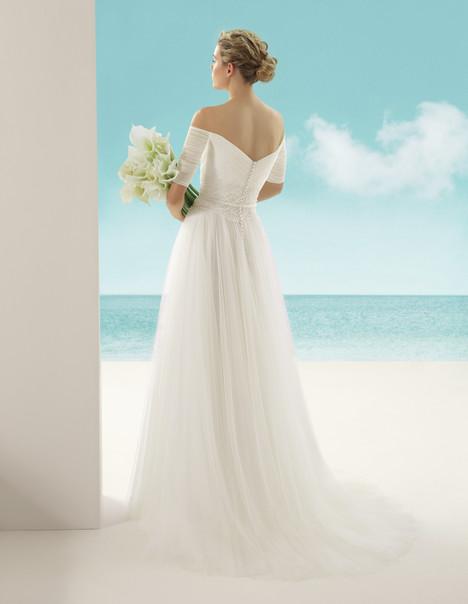 Vivaldi (2) Wedding dress by Rosa Clara: Soft