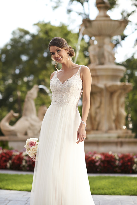 Style 6030 gown from the 2015 Stella York collection, as seen on dressfinder.ca