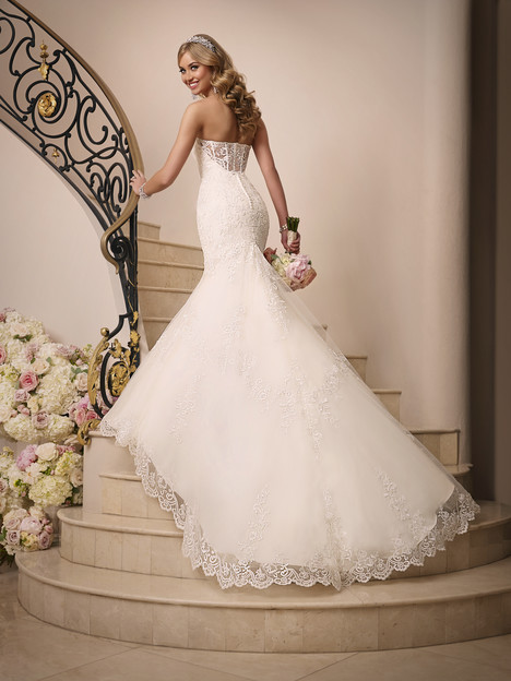 Style 6034 gown from the 2015 Stella York collection, as seen on dressfinder.ca