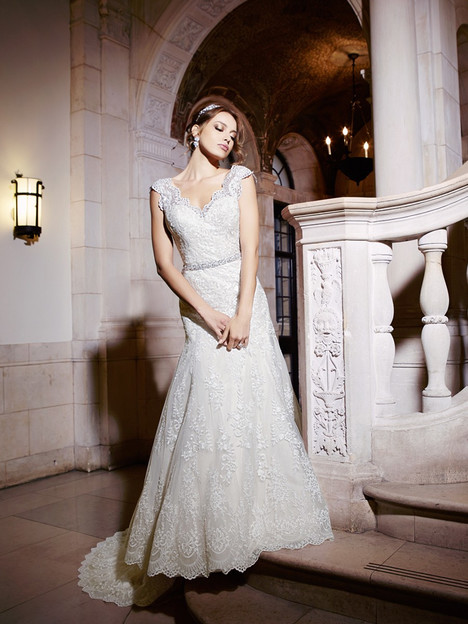 H1293 Wedding                                          dress by Moonlight : Couture