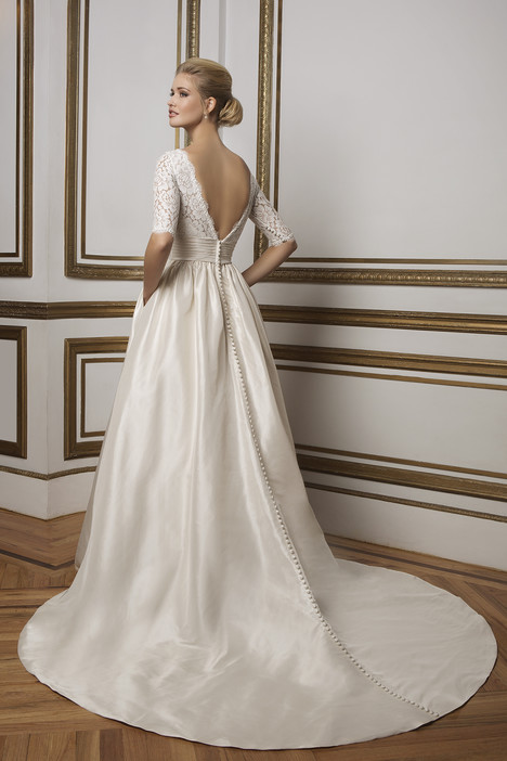 Style 8816 gown from the 2016 Justin Alexander collection, as seen on dressfinder.ca