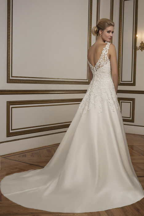 Style 8835 gown from the 2016 Justin Alexander collection, as seen on dressfinder.ca