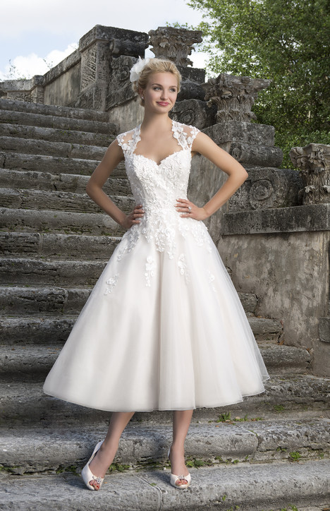 3875 Wedding dress by Sincerity
