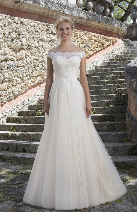 3889 Wedding dress by Sincerity