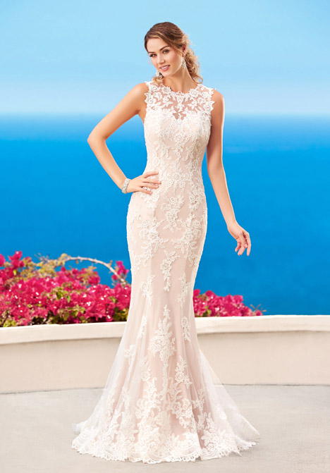 Stefani gown from the 2016 KittyChen Couture collection, as seen on dressfinder.ca