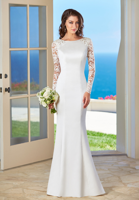 Bailey gown from the 2016 KittyChen collection, as seen on dressfinder.ca