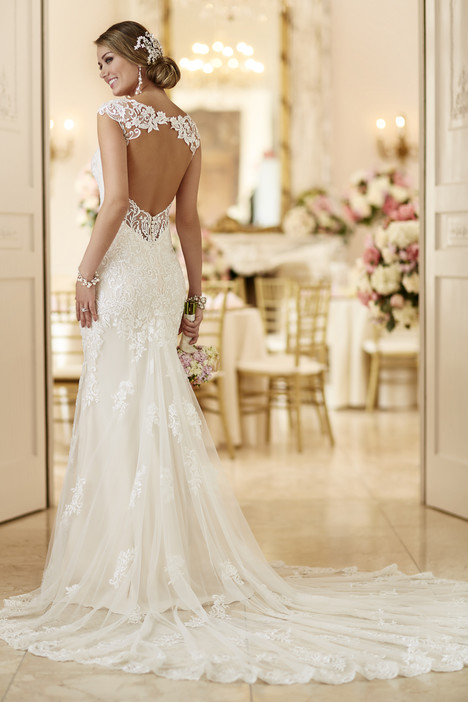 Style 6245 gown from the 2016 Stella York collection, as seen on dressfinder.ca