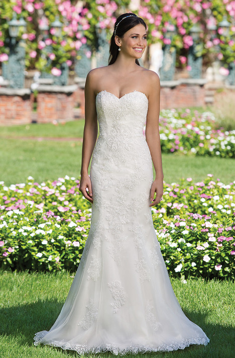 3911 gown from the 2016 Sincerity collection, as seen on dressfinder.ca