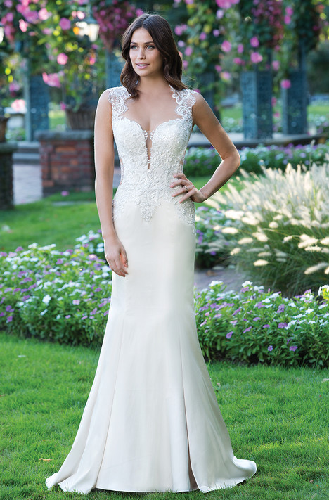 3921 Wedding dress by Sincerity